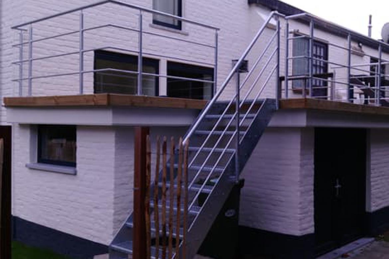 Gegalvaniseerde balustrade met buitentrap