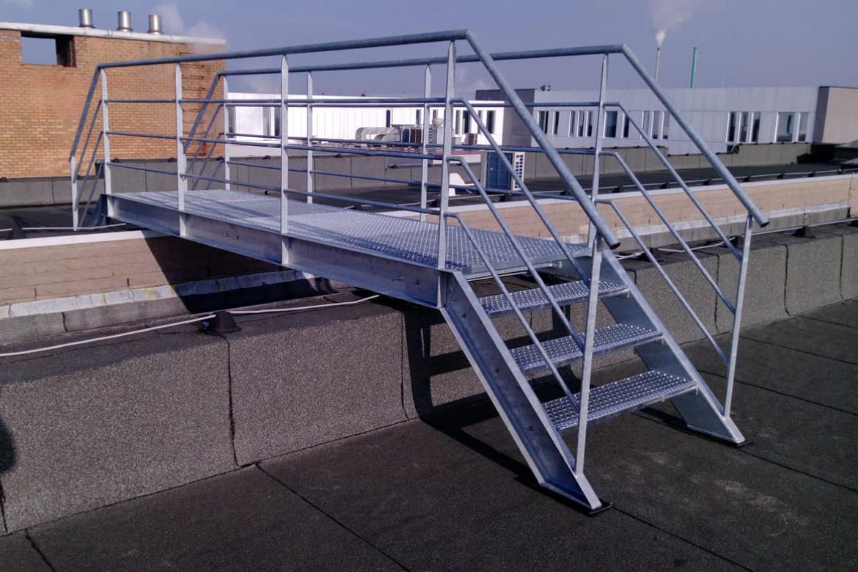 Gegalvaniseerde loopbrug met trap