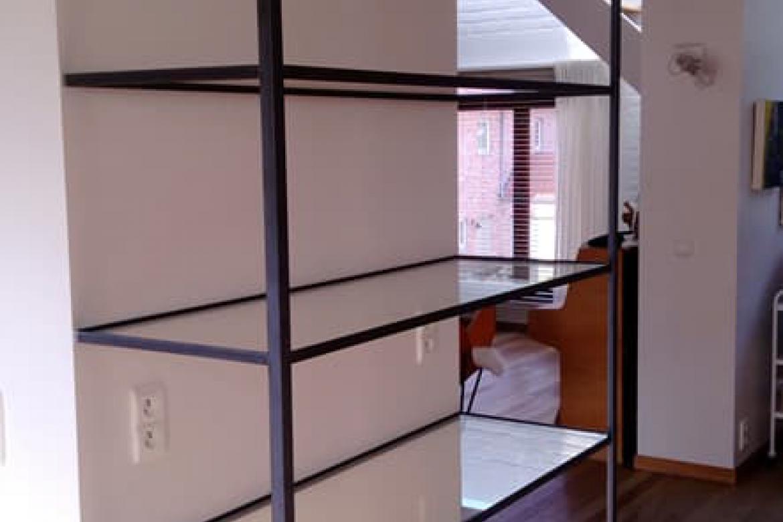 boekenrek glas met metalen frame
