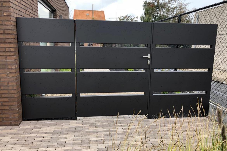 Zwart metalen tuinpoort